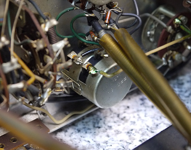 ボリュームアッテネーターはクラロスタット社のオリジナル